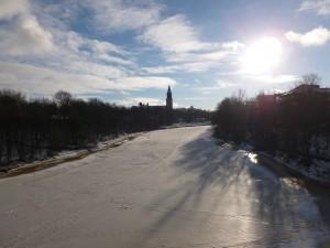 Aurajoki mit Kathedrale von Turku im Hintergrund