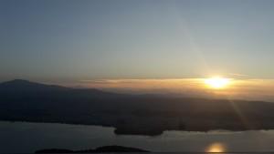 Ein Blick auf Ioannina kurz vor Sonnenuntergang
