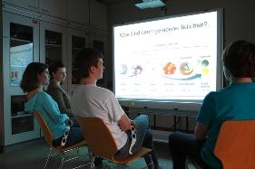 Schülergruppe im Schülerlabor