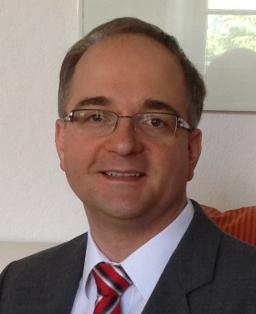 Prof. Dr. Thorsten Raasch