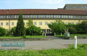 Außenansicht des Institutes für Mikrobiologie und Weinforschung
